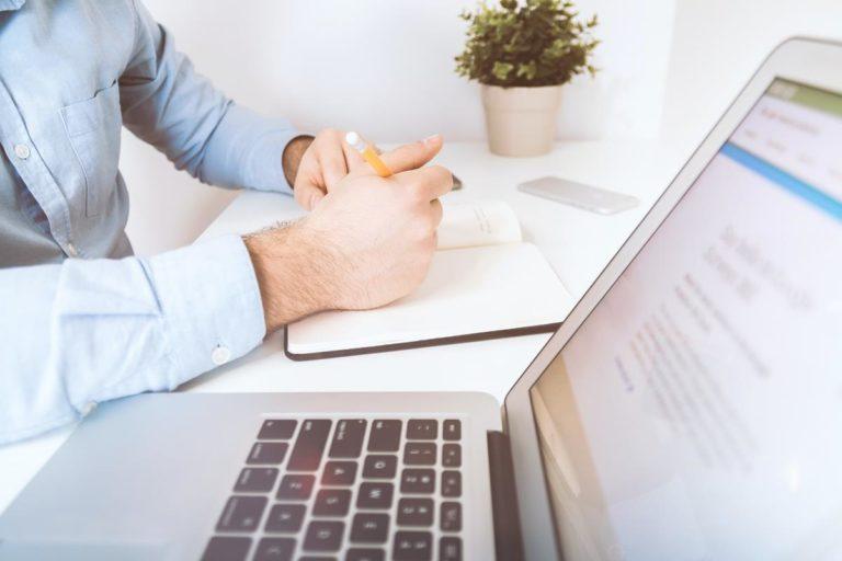 Jak można wybierać firmy zajmujące się marketingiem internetowym?