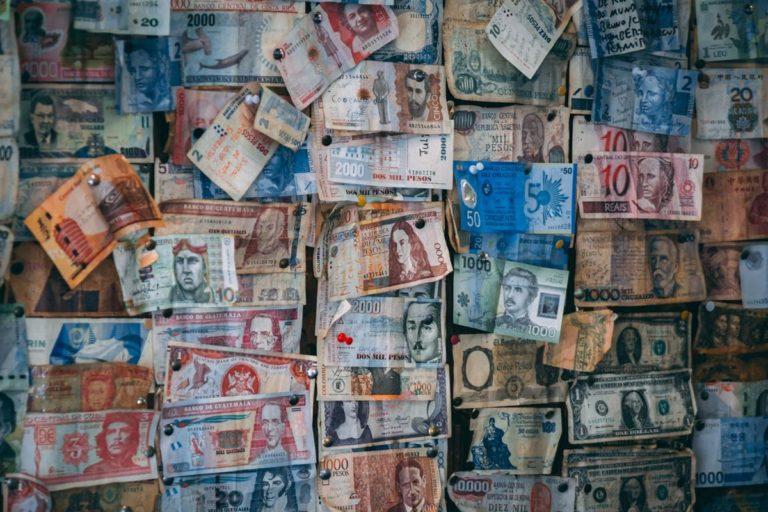 Gdzie wymieniać pieniądze przed wyjazdem zagranicznym?