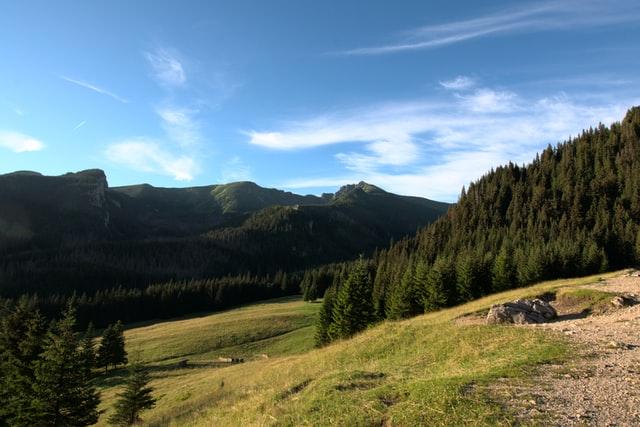 Dlaczego drewniane domki w górach to idealne miejsce na wypoczynek?